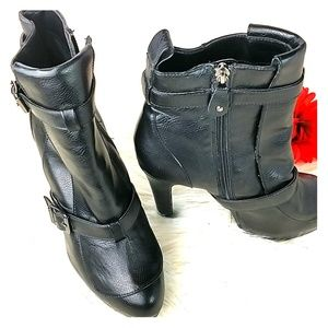 Simple Vera Wang ankle boots 8 Med svellie Black